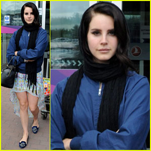 Lana Del Rey: Scotland Arrival with Boyfriend Barrie James O'Neill