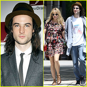 Sienna Miller & Tom Sturridge Hold Hands Before New Dramatists' Benefit Luncheon!