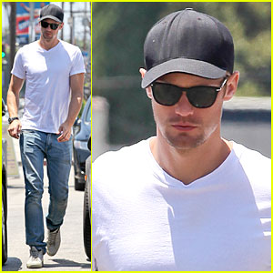 Alexander Skarsgard: Thai Food Craving Hunk!