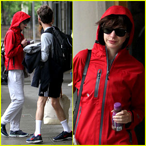 Anne Hathaway & Adam Shulman: Rainy Friday in New York!