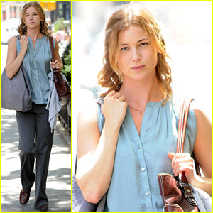 Emily VanCamp: 'Girl in the Book' Kickstarter Campaign!
