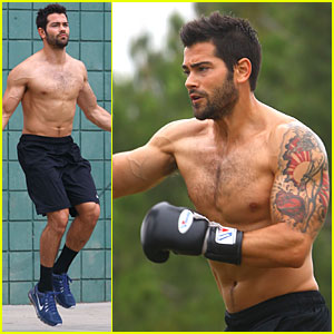 Jesse Metcalfe goes shirtless during a two-hour workout at a park on