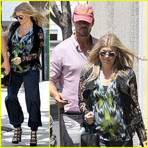 Josh Duhamel & Fergie: Camouflaging Baby Bump!
