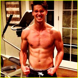 Patrick Schwarzenegger: Shirtless Summer Workout!