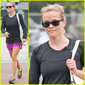Reese Witherspoon: Friday Fun Workout With a Gal Pal!