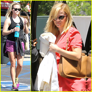 Reese Witherspoon: Matching Fitness Shorts & Shoes!