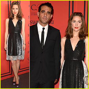 Rose Byrne & Bobby Cannavale Hold Hands at CFDA Fashion Awards 2013!
