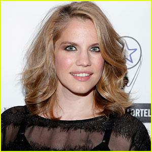 Anna Chlumsky Welcomes Daughter Penelope Joan!