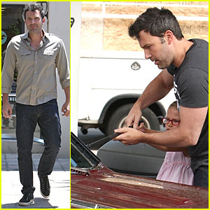 Ben Affleck & Violet Work as One to Clean Car Windshield!