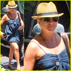 Jennifer Aniston: 'Squirrels to the Nut' Set Arrival!