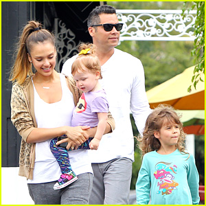 Jessica Alba & Cash Warren: Sunday Brunch with the Girls!
