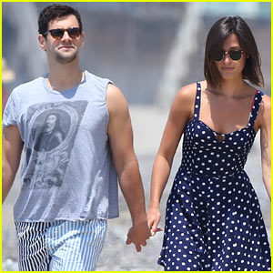 Justin Bartha Strolls with Lia Smith, Meets Up with Jim Toth!