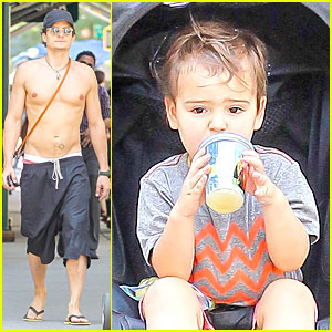 Orlando Bloom: Shirtless Cool Down with Flynn and Sidi!