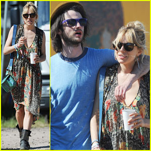 Sienna Miller & Tom Sturridge: Glastonbury Festival Couple!