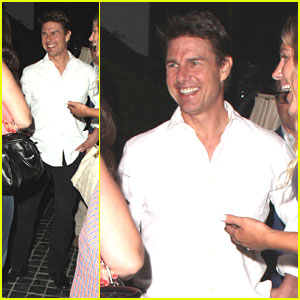 Tom Cruise Chats Up the Ladies!