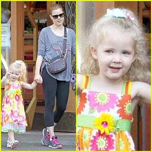 Amy Adams Educates Aviana with Books!