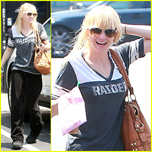 Anna Faris Supports Oakland Raiders Football!