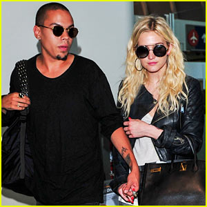 Ashlee Simpson & Evan Ross Hold Hands After New York Trip