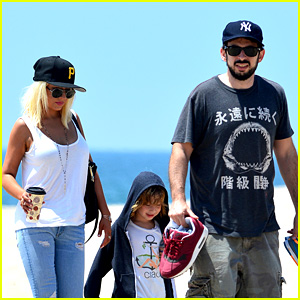 Christina Aguilera Hits the Beach with Jordan Bratman & Max!