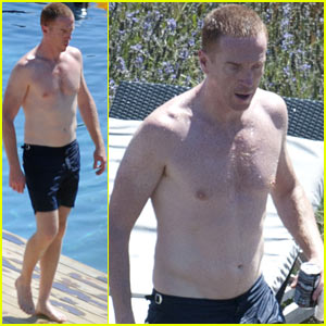 Damian Lewis: Shirtless Ibiza Family Vacation!