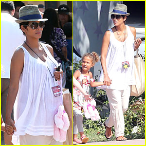 Halle Berry & Nahla: Universal Studios Hollywood Fun!