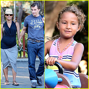 Halle Berry & Olivier Martinez: Legoland with Nahla!