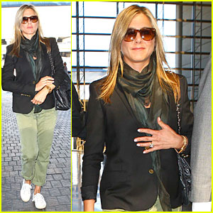 Jennifer Aniston Addresses Baby & Wedding Rumors!