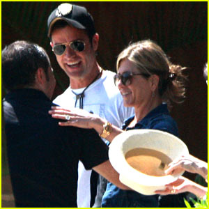 Jennifer Aniston & Justin Theroux Receive Warm Welcome in Mexico!