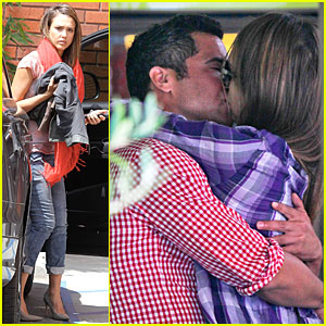 Jessica Alba & Cash Warren: Kissing Before Lunch!