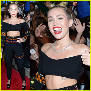 Miley Cyrus - MTV VMAs 2013 Red Carpet