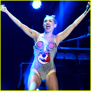 Miley Cyrus: VMAs 2013 Performance of 'We Can't Stop' - WATCH NOW!