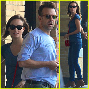 Olivia Wilde & Jason Sudeikis Give Directions to NYC Tourists