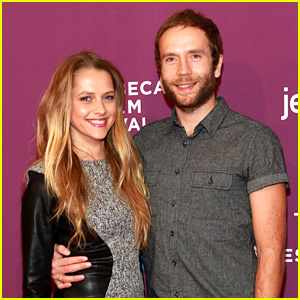 Teresa Palmer: Pregnant with First Child!