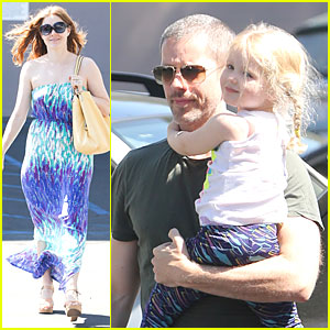 Amy Adams & Darren Le Gallo Visit Medical Center with Aviana!