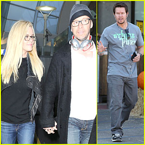 Donnie Wahlberg & Jenny McCarthy Hold Hands at LAX Airport!
