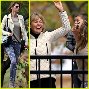 Gisele Bundchen Hangs with Family Before Tom Brady's Patriots Win!