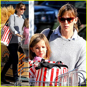 Jennifer Garner Stocks Up on Groceries with Seraphina