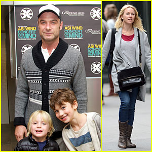 Naomi Watts: I Walk Around Naked with Only Liev Schreiber!