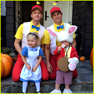 Neil Patrick Harris & Family: 'Alice in Wonderland' for Halloween!