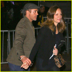 Robert Downey, Jr. & Susan Hold Hands at 'Maroon 5' Concert