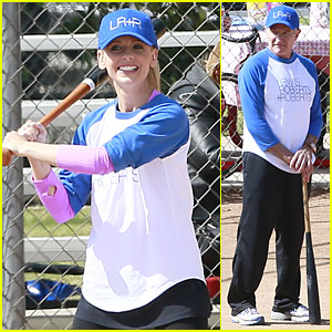 Sarah Michelle Gellar & Robin Williams: Crazy Baseball Duo!