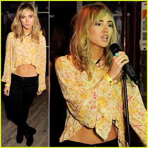 Suki Waterhouse Sings for 'Prowl' Magazine Launch in London!