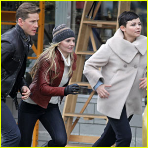 Ginnifer Goodwin & Jennifer Morrison Sprint for 'Once Upon a Time'!