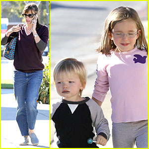 Jennifer Garner: Errands with Kids After Halloween!