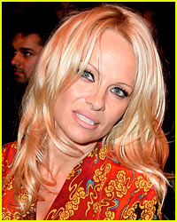 Pamela Anderson Ran the NYC Marathon - Find Out her Time!
