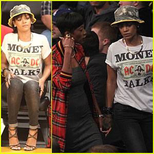 Rihanna & BFF Melissa Forde Hold Hands at Lakers Game!