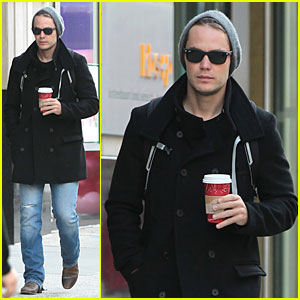 Taylor Kitsch Wraps Week with Coffee!