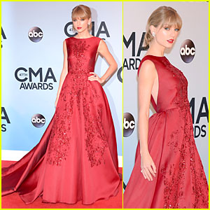 Taylor Swift - CMA Awards 2013 Red Carpet