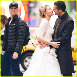 Zach Braff Photobombs Couple's Wedding Photo - See Hilarious Pic!