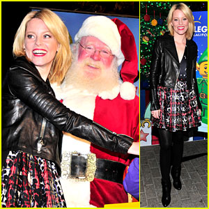 Elizabeth Banks: Legoland's Christmas Tree Lighting!